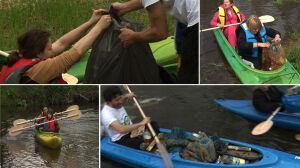 Opony, puszki, butelki. Kajakarze sprzątają rzekę
