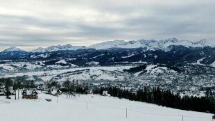 Zaspy, nawisy śnieżne, ryzyko zejścia lawiny. Bądźcie ostrożni w Tatrach