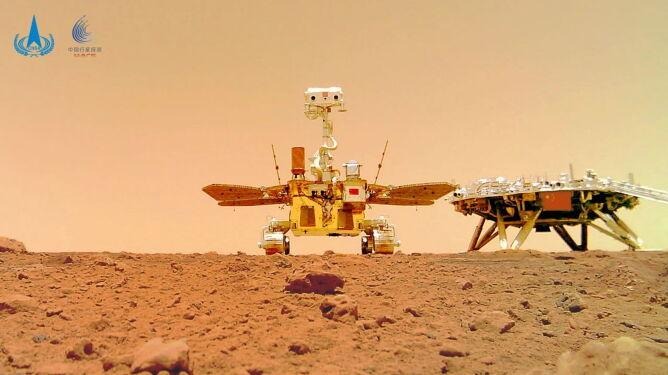 Selfie łazika z platformą lądowania (PAP/EPA/China National Space Administrat)