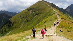 Coraz więcej turystów, nie wszyscy w maseczkach. Apel o rozwagę w Tatrach