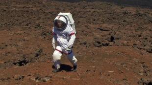 """Osiem miesięcy w zamkniętej kapsule i """"z akwarium na głowie"""". Tak będą żyć na Marsie?"""