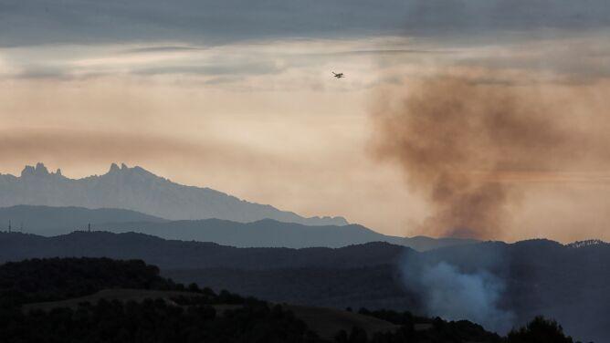 Opanowano pożar w Katalonii. Prawdopodobna przyczyna? Niedopałek papierosa